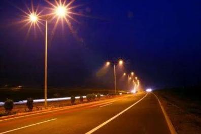 高速公路为什么没有路灯?