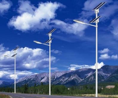 太阳能路灯用几个电池板合适?